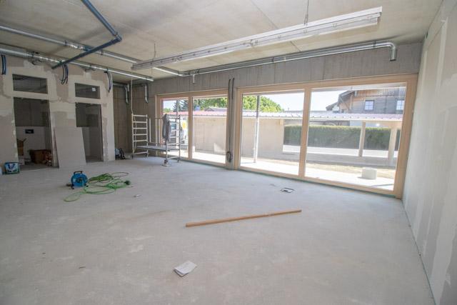Büroraum mit Fensterfront
